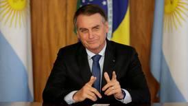 'Quando alguém invadir sua casa, dá tiro de feijão', ironiza Bolsonaro
