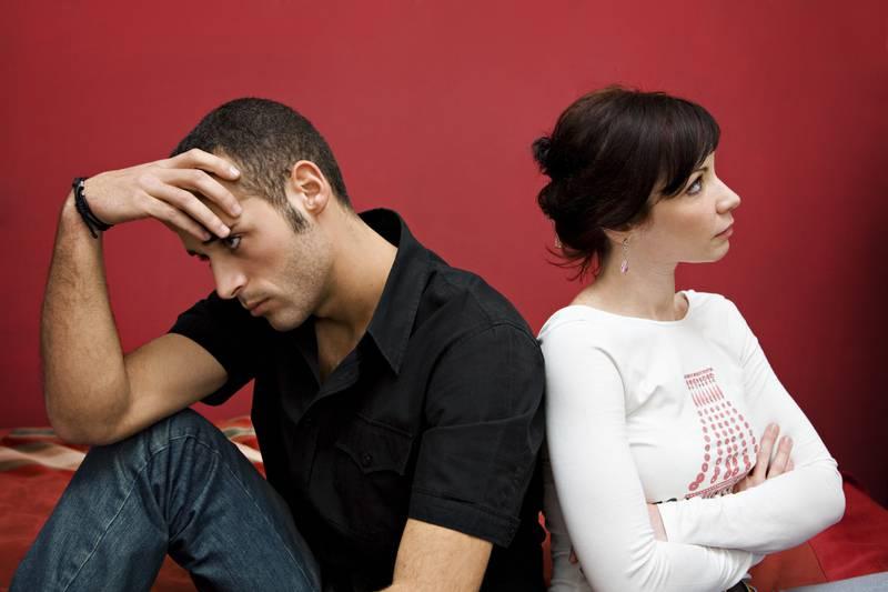 Homem se revolta com namorada e afirma que mulher só toma banho a cada duas semanas