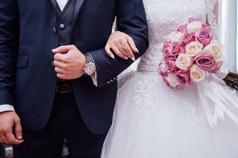 Mãe se recusa a ir ao casamento do filho caso ele não convide o irmão