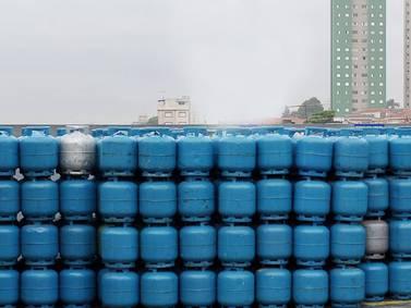 Preço médio do gás de cozinha ultrapassa R$ 100; gasolina sobe 3 3% nos postos