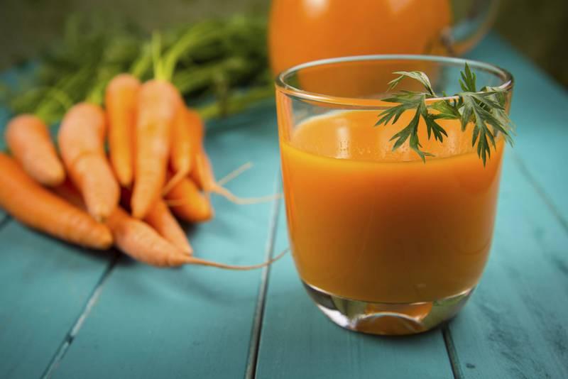 Precisando reduzir o colesterol? Este é o suco natural com 2 ingredientes que você deve tomar