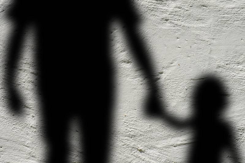 Pai causa explosão para ferir o filho de 4 anos após sua esposa pedir o divórcio