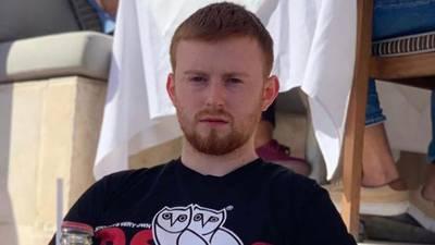 Mãe de britânico preso em Dubai diz não ter auxílio do Ministério das Relações Exteriores