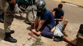 Filho imobiliza o próprio pai para proteger mãe de agressão em Goiás