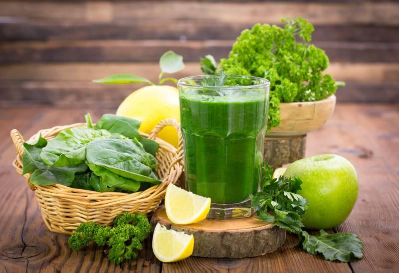 3 dicas de sucos detox potentes para desinchar que você precisa preparar já