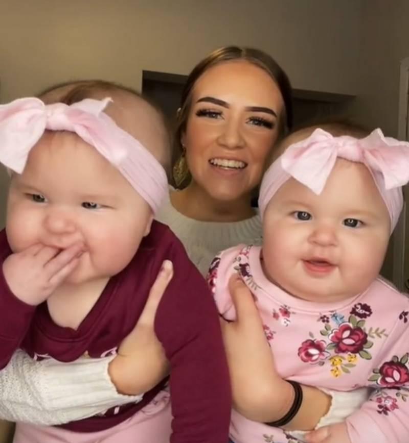 Alexis e suas filhas gêmeas, Camila e Elena