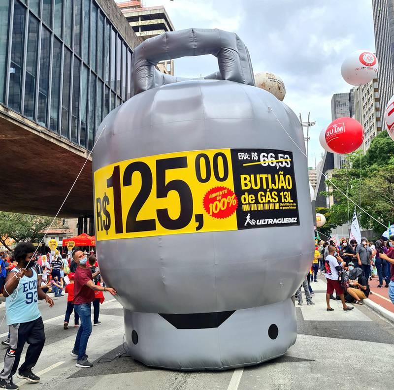 Manifestantes protestam contra Bolsonaro na Avenida Paulista